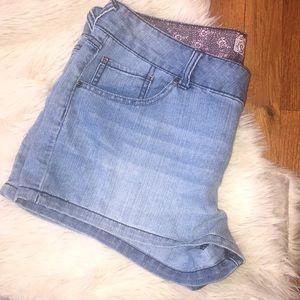 Light denim shorts size 17